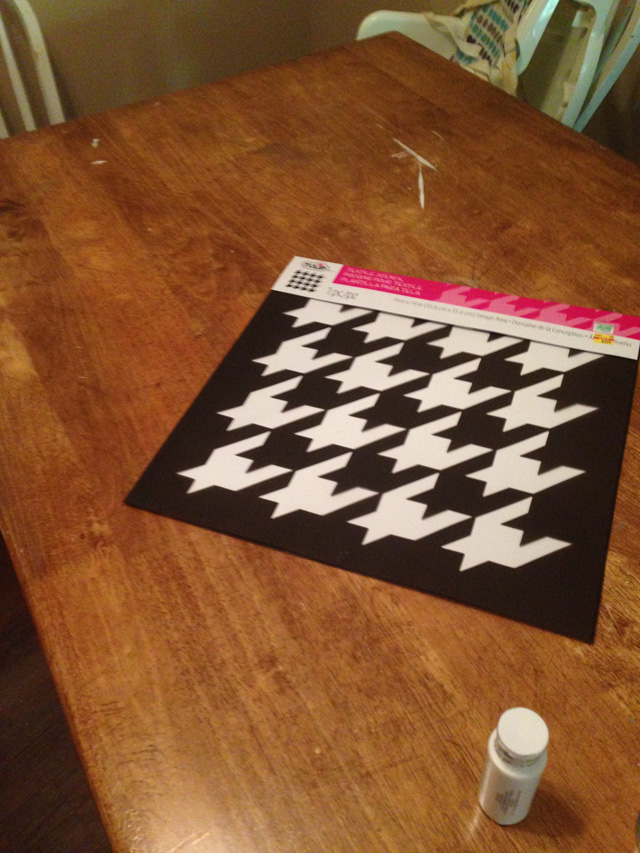 DIY Houndstooth Painted Table Makeover Stencil